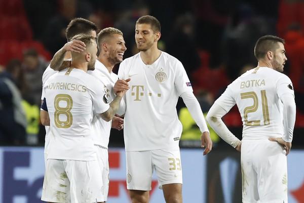 Hráči Ferencvárosa oslavujú víťazstvo