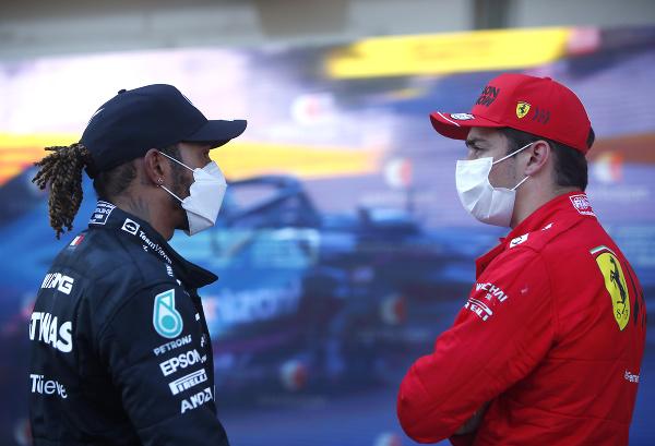 Lewis Hamilton a Charles
