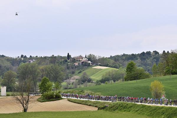 Cyklisti počas druhej etapy