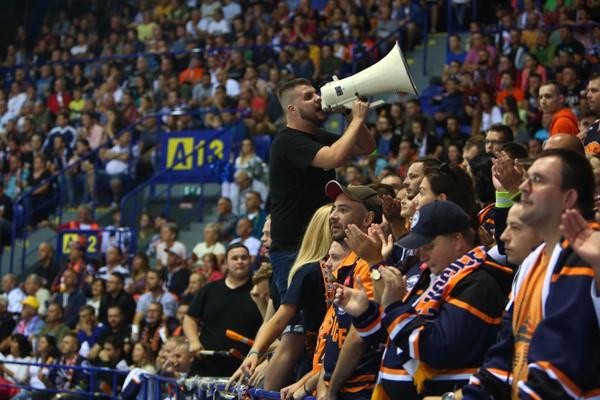 Fanúšikovia počas otváracieho zápasu