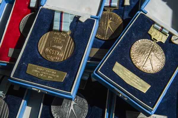 Na snímke medaily slovenského