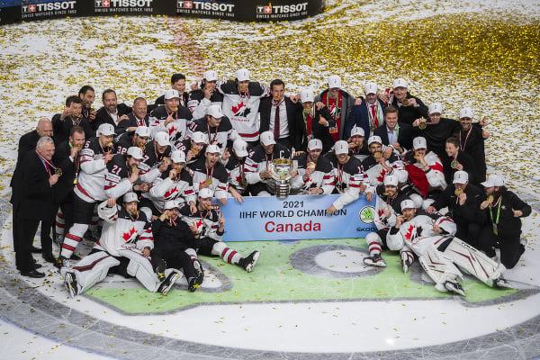 Tím Kanady oslavuje s