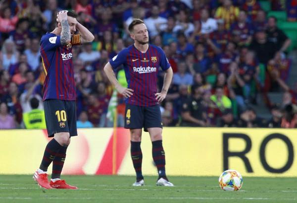 Frustrovaní Lionel Messi a