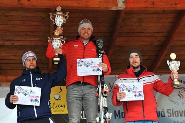 Slovenskí lyžiari, zľava druhý