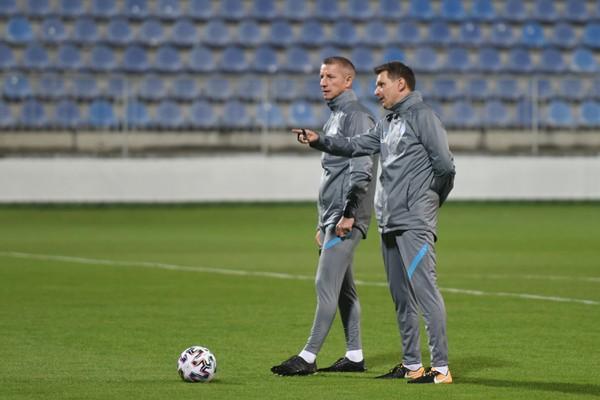 Vpravo tréner slovenskej futbalovej