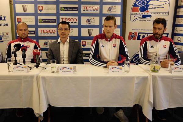 Zľava šéftréner Slovenského atletického