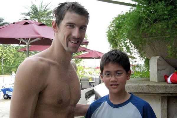 Michael Phelps a okuliarnatý
