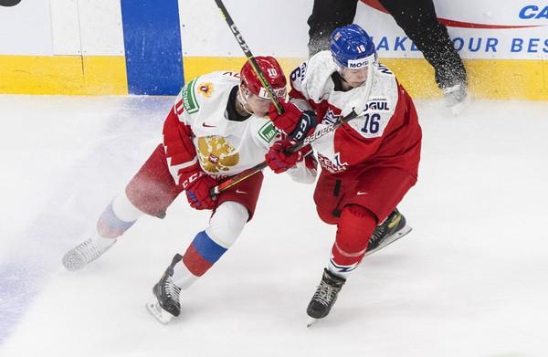 Vladislav Firstov (10) a