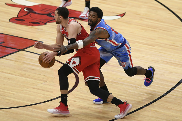 Kyrie Irving (11) a