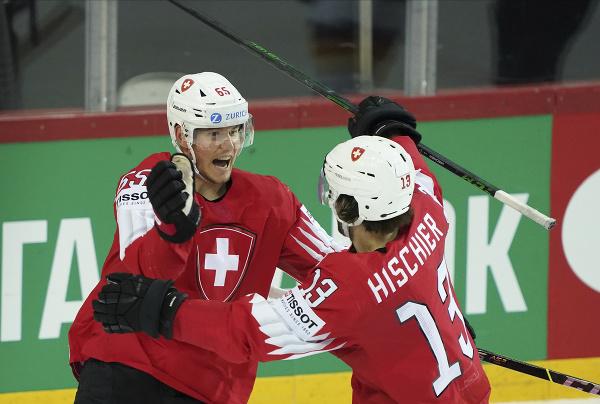 Hráči Švajčiarska oslavujú gól