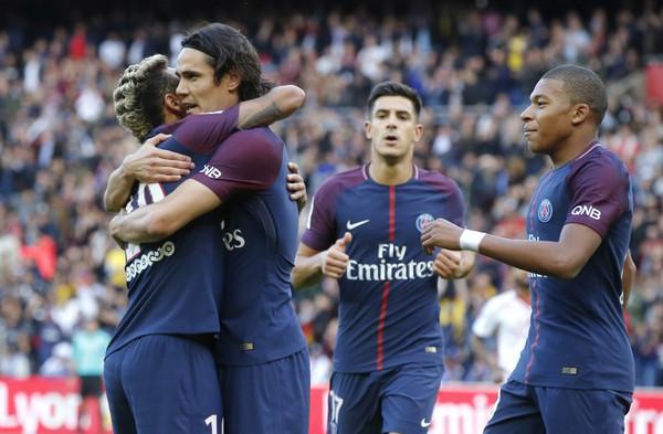 Kvarteto radujúcich sa Parížanov