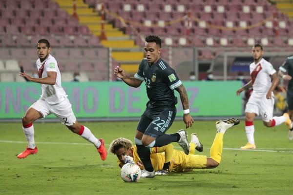 Lautaro Martínez strieľa gól