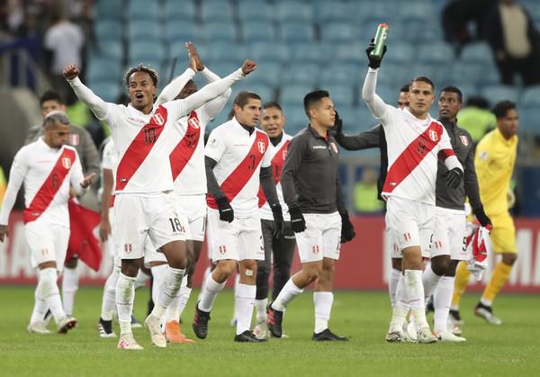 Hráči Peru oslavujú postup