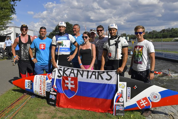 Na snímke slovenskí pretekári