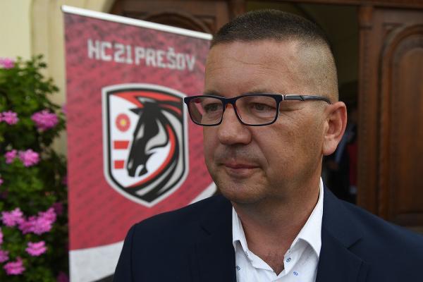 Na snímke majiteľ klubu