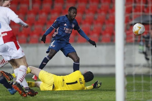 Nicolas Pepe strieľa gól