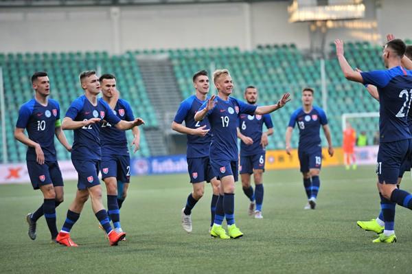 Radujúci sa hráči Slovenska