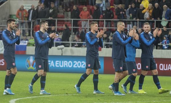 Slovenskí reprezentanti ďakujú fanúšikom