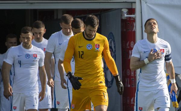 Slovenskí futbalisti nastupujú na