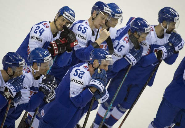 Smutní slovenskí hokejisti po