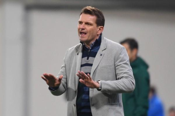 Na snímke tréner Štefan