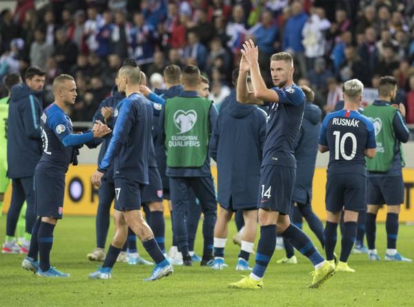 Hráči Slovenska ďakujú divákom