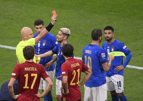 Leonardo Bonucci vidí červenú