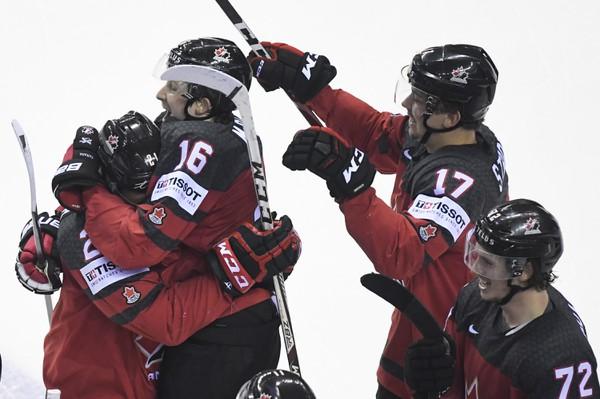 Obrovská radosť hráčov Kanady