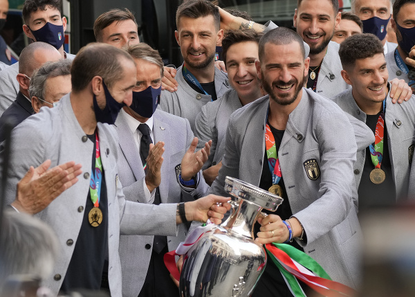 Talianski futbalistI oslavujú zisk