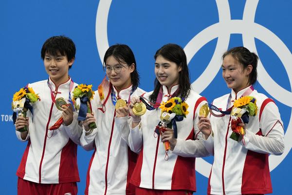 Ženská plavecká štafeta Číny