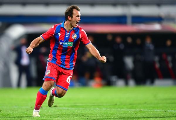 Miroslav Káčer oslavuje gól