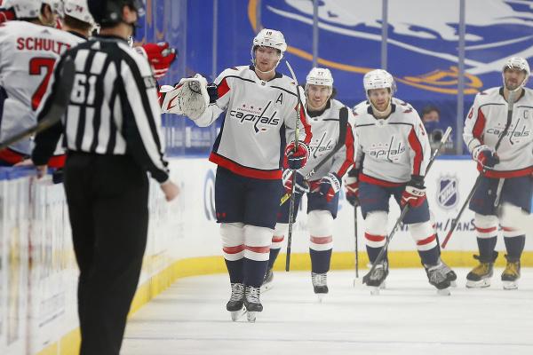 Hokejisti Washingtonu Capitals oslavujú