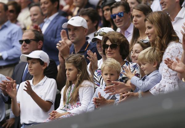 Mirka Federerová sleduje spolu