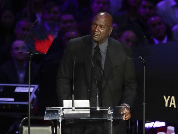 Michael Jordan sa lúči s Kobem