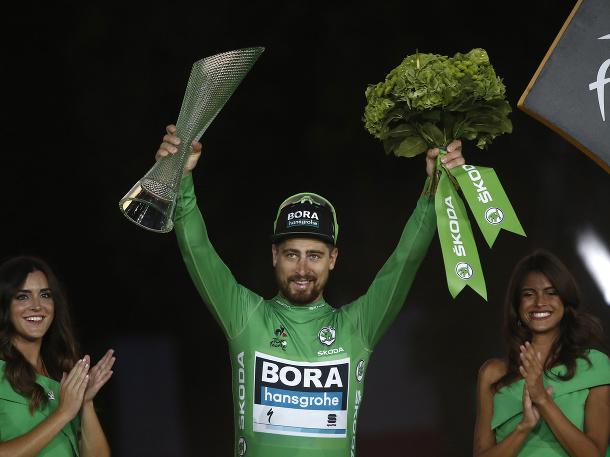 Sagan oslavuje na pódiu svoj siedmy zelený dres