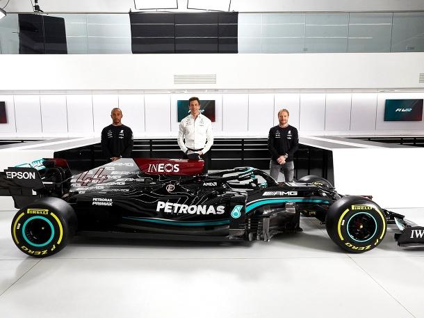 Nový monopost Mercedes W12