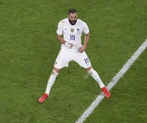 Karim Benzema oslavuje gól Francúzska